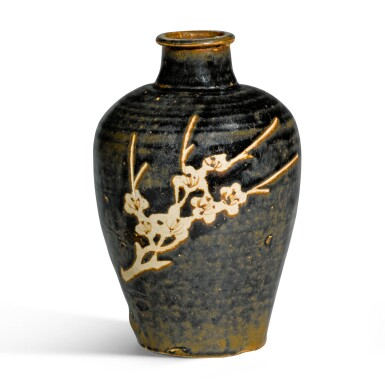 View 2. Thumbnail of Lot 240. A JIZHOU RESIST-DECORATED 'PRUNUS' VASE, MEIPING, SOUTHERN SONG DYNASTY, 12TH/13TH CENTURY | 南宋 十二/十三世紀 吉州窰黑釉剔花折枝梅紋梅瓶.