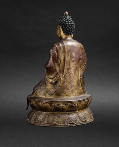 View 4. Thumbnail of Lot 51. Grande Statue de Bouddha en bronze laqué doré Probablement fin de la dynastie Ming, XVIE-XVIIE siècle | 或為明十六至十七世紀 漆金佛坐像 | A large lacquer-gilt bronze figure of Buddha, probably Ming Dynasty, 16th-17th century.