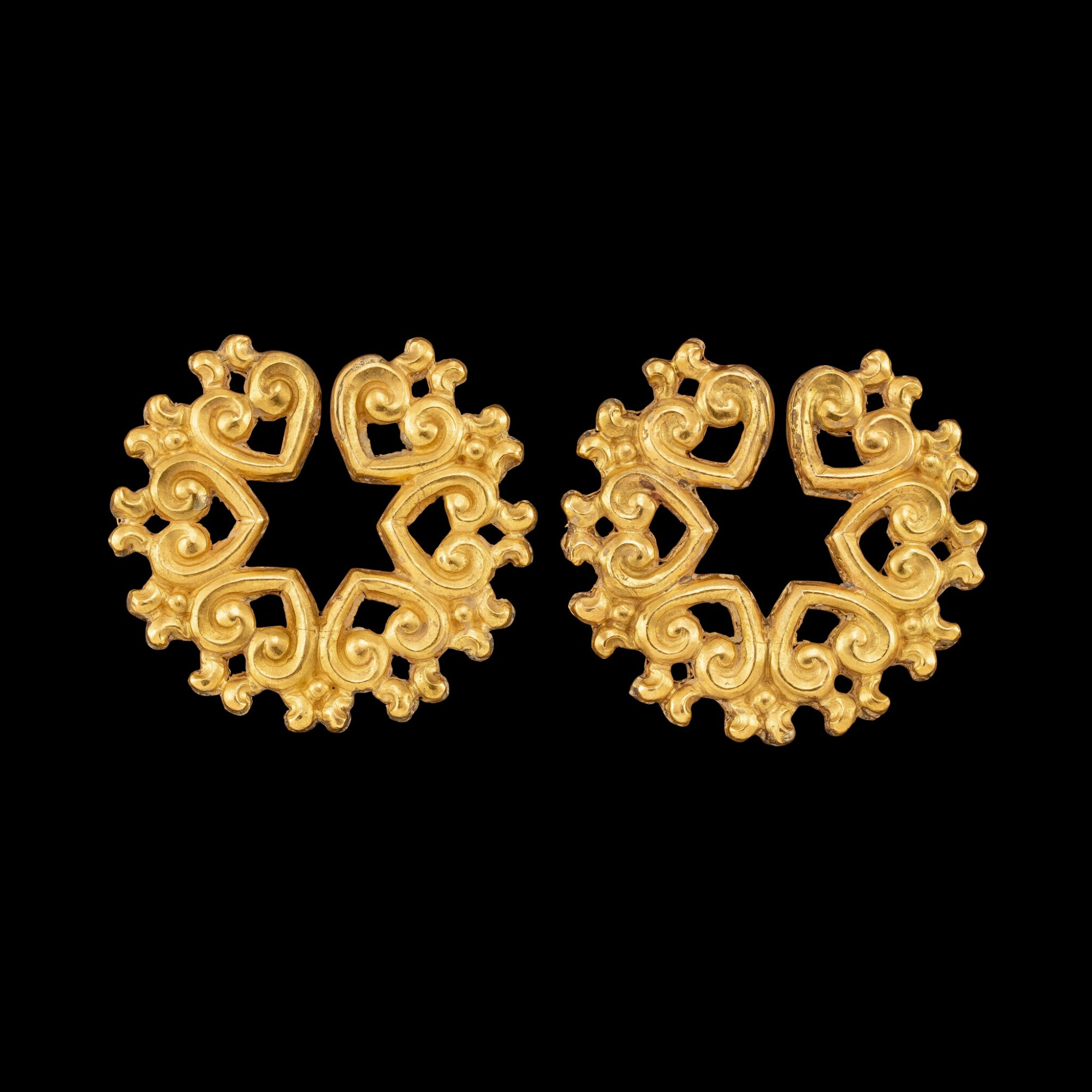 View full screen - View 1 of Lot 1056. A pair of gold ear ornaments Possibly Java or Indonesian archipelago | 或爪哇或印尼群島 金耳飾一對.