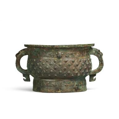 View 3. Thumbnail of Lot 13. An archaic bronze ritual food vessel (Gui), Early Western Zhou dynasty | 西周初 旅簋.