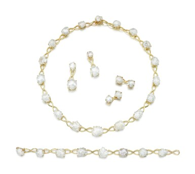 CULTURED PEARL DEMI-PARURE, TIFFANY & CO; AND A PAIR OF CUFFLINKS AND EARRINGS EN SUITE