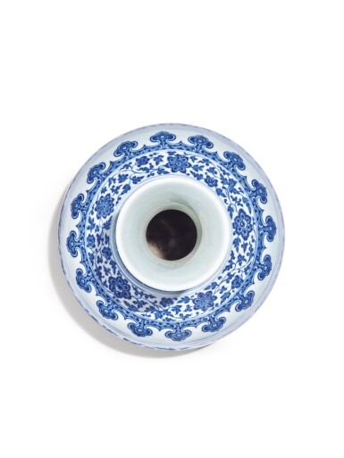 View 5. Thumbnail of Lot 147. A Ming-style blue and white bottle vase, Qianlong seal mark and period   清乾隆 青花纏枝蓮紋賞瓶  《大清乾隆年製》款.