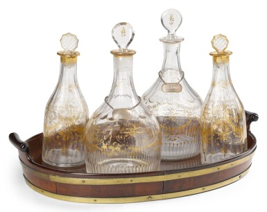 A GEORGE III MAHOGANY TRAY AND FOUR GLASS DECANTERS IN TWO SIZES, LATE 18TH/EARLY 19TH CENTURY