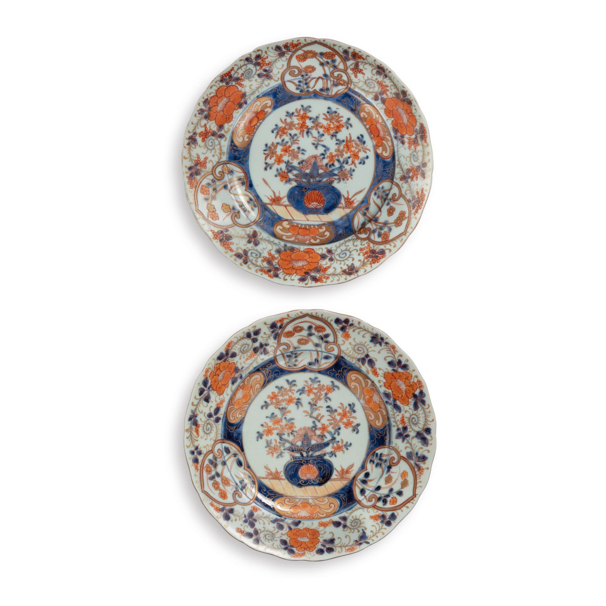 View full screen - View 1 of Lot 395. A PAIR OF JAPANESE IMARI 'FLORAL' DISHES EDO PERIOD, 17TH CENTURY | 伊万里 色絵皿 一対、江戸時代、17世紀 .