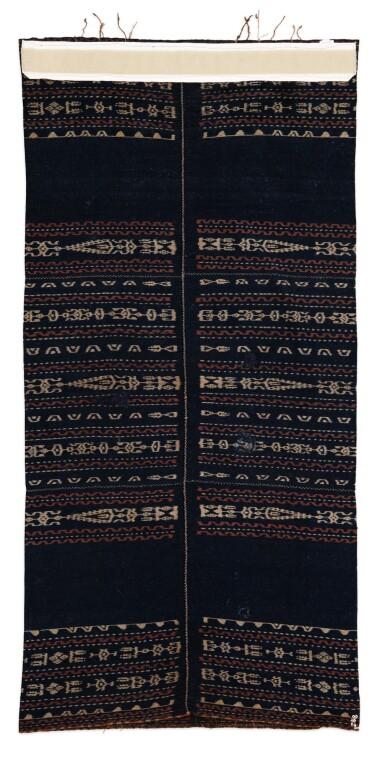 View 3. Thumbnail of Lot 16. Jupe cérémonielle de femme lawo butu, Kabupaten de Ngada, Florès, Petites îles de la Sonde, Indonésie, 19e siècle | Woman's ceremonial tubular skirt sarong lawo butu, Ngada people, Flores, Lesser Sunda Islands, Indonesia, 19th century.