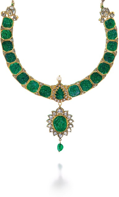 A CARVED EMERALD AND DIAMOND-SET NECKLACE WITH GREEN ENAMEL, NORTH INDIA, CIRCA 1900