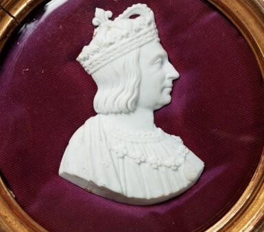 FRENCH, 19TH CENTURY, SET OF 12 MEDALLIONS WITH PROFILES OF FRENCH KINGS AND QUEENS [FRANCE, XIXE SIÈCLE, ENSEMBLE DE 12 MÉDAILLONS AUX PROFILS DES ROIS ET REINES DE FRANCE]