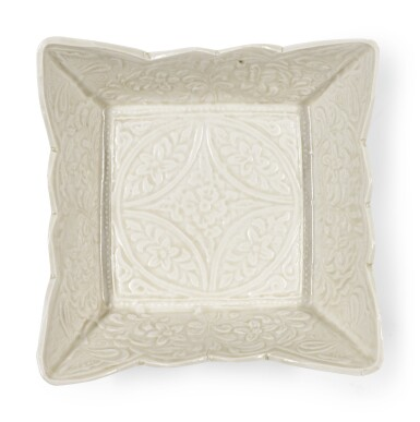 A SMALL MOULDEDWHITE SQUARE DISH | LIAO DYNASTY
