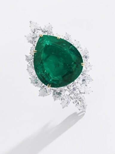 View 4. Thumbnail of Lot 177.  Harry Winston   Very Important Emerald and diamond brooch/pendant combination, circa 1970   海瑞溫斯頓   祖母綠配鑽石別針/吊墜組合,約1970年.