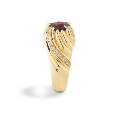 Rhodolite garnet and diamond ring [Bague grenat rhodolite et diamants]