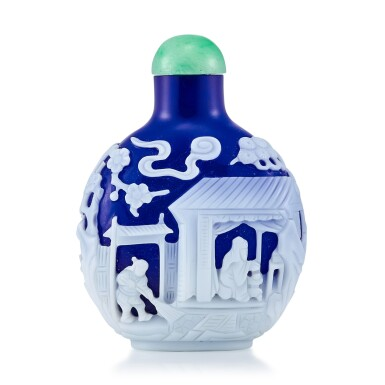 View 2. Thumbnail of Lot 3009. A White Overlay Cobalt-Blue Glass 'Scholar in a Pavilion' Snuff Bottle Qing Dynasty, 18th - 19th Century | 清十八至十九世紀 藍地套白料高士圖鼻煙壺.
