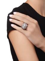 DIAMOND AND ONYX 'PANTHÈRE' RING, CARTIER, FRANCE | 鑽石配縞瑪瑙「Panthère」戒指,卡地亞