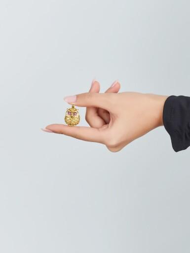 View 4. Thumbnail of Lot 9196. YELLOW SAPPHIRE, TOURMALINE AND DIAMOND BROOCH / PENDANT, VAN CLEEF & ARPELS |黃色剛玉 配 碧璽 及 鑚石 別針/吊墜 , 梵克雅寶(Van Cleef & Arpels).