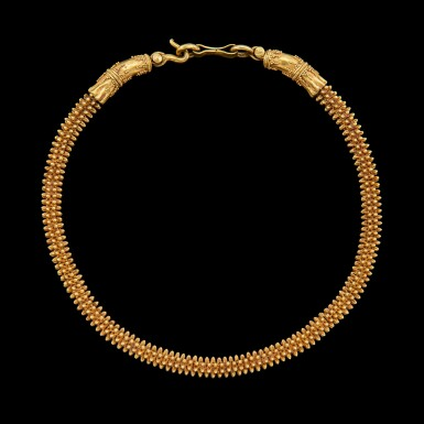 View 1. Thumbnail of Lot 1014. A gold necklace with cruciform elements Possibly Khmer, Angkor period, 9th - 14th century   或九至十四世紀 高棉吳哥王朝 金索項鍊.