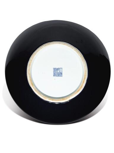 View 6. Thumbnail of Lot 149. A large dark-blue-glazed vase, tianqiuping, Qianlong seal mark and period   清乾隆 藍釉天球瓶  《大清乾隆年製》款.