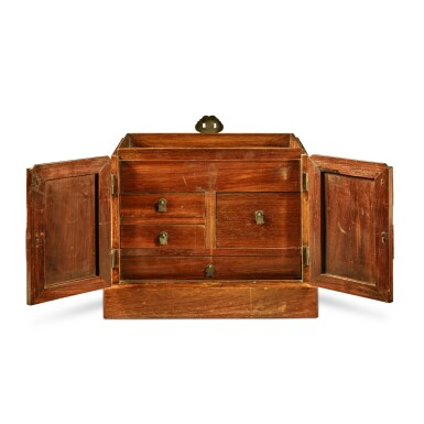 View 2. Thumbnail of Lot 114. A large 'huanghuali' table-top cabinet (Guanpixiang), Qing dynasty, 18th / 19th century | 清十八 / 十九世紀 黃花梨大官皮箱.