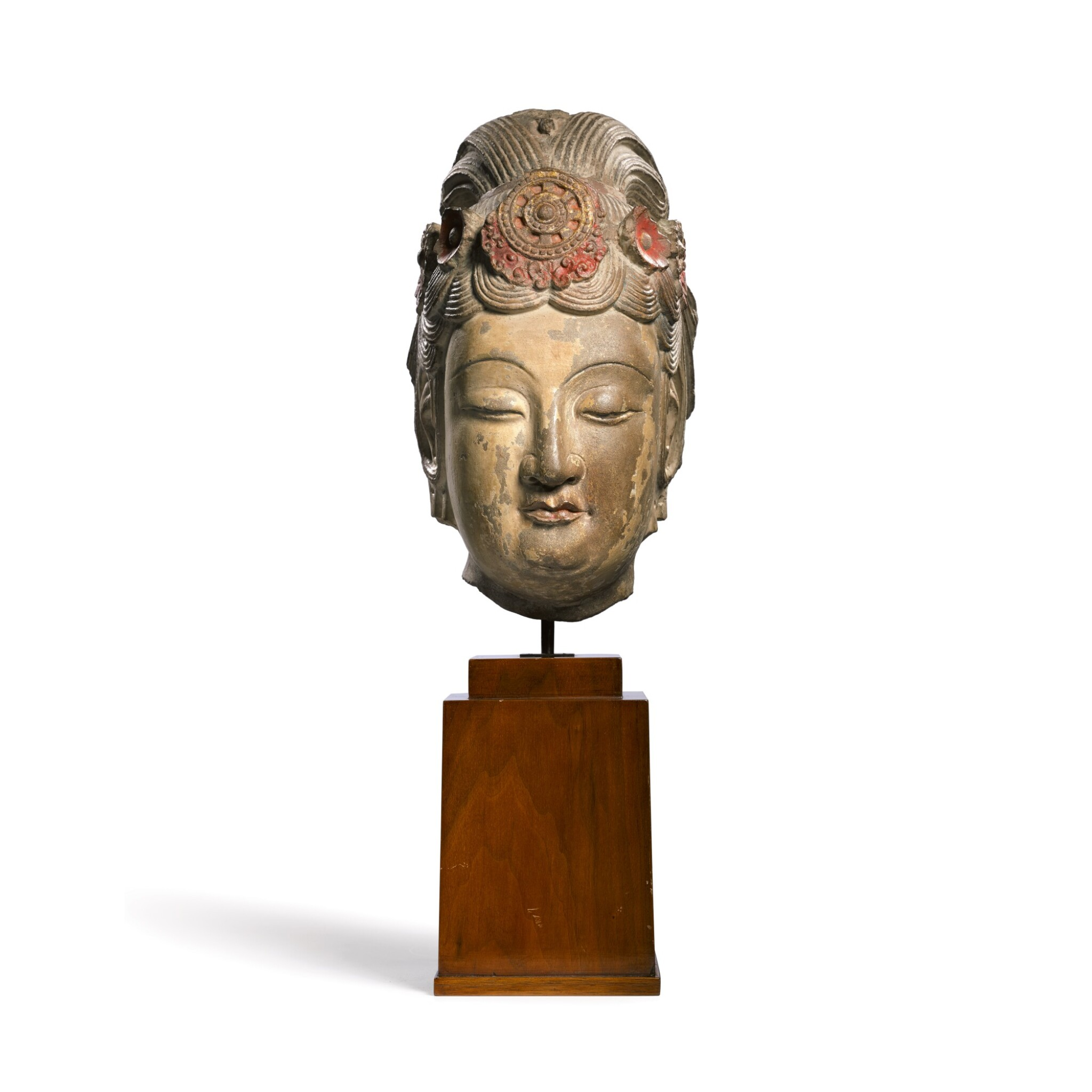 View full screen - View 1 of Lot 18. An extremely rare large limestone head of a bodhisattva Sui dynasty | 隋 石灰岩加彩菩薩頭像.