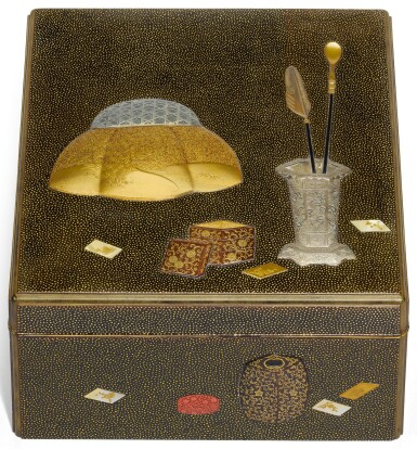 AN UNUSUAL GOLD LACQUER BOX WITH INTERIOR TRAY, MEIJI PERIOD, LATE 19TH CENTURY