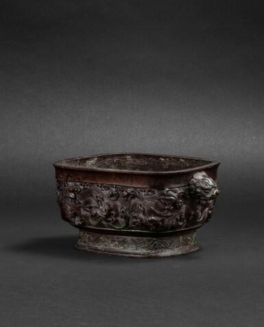 View 1. Thumbnail of Lot 108. Brûle-parfum rectangulaire en bronze Dynastie Ming, XVIIE siècle   明十七世紀 銅海獸紋長方熏爐連座 《大明宣德年制》仿款   A bronze archaistic incense burner and an archaistic bronze stand, Ming dynasty, 17th century .