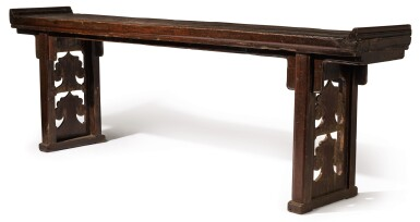 A LARGE LACQUERED-WOOD ALTAR TABLE QING DYNASTY, LATE 18TH CENTURY   清十八世紀晚期 漆木如意紋翹頭案