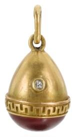 A JEWELLED GOLD AND ENAMEL EGG PENDANT, POSSIBLY FABERGÉ, WORKMASTER ERIK KOLLIN, ST PETERSBURG, CIRCA 1890