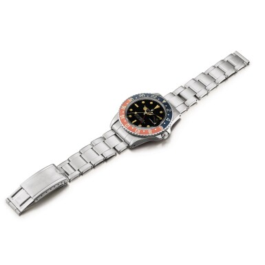 View 4. Thumbnail of Lot 2130. Rolex | GMT-Master, Reference 1675, A stainless steel dual time zone wristwatch with gilt dial, pointed crown guards, date and bracelet, Circa 1965 | 勞力士 | GMT-Master 型號1675    精鋼兩地時間鏈帶腕錶,備漆製錶盤、尖形錶冠護橋及日期顯示,約1965年製.
