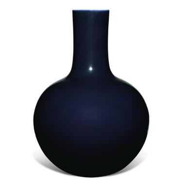 View 3. Thumbnail of Lot 149. A large dark-blue-glazed vase, tianqiuping, Qianlong seal mark and period   清乾隆 藍釉天球瓶  《大清乾隆年製》款.