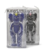 KAWS | BFF-MOMA 獨家及黑色版(兩件一組)BFF-MOMA EXCLUSIVE & BLACK EDITION (SET OF TWO)