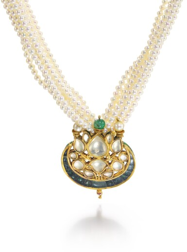 A DIAMOND AND EMERALD-SET ENAMELLED PENDANT WITH PEARL STRING NECKLACE, INDIA, 18TH/19TH CENTURY