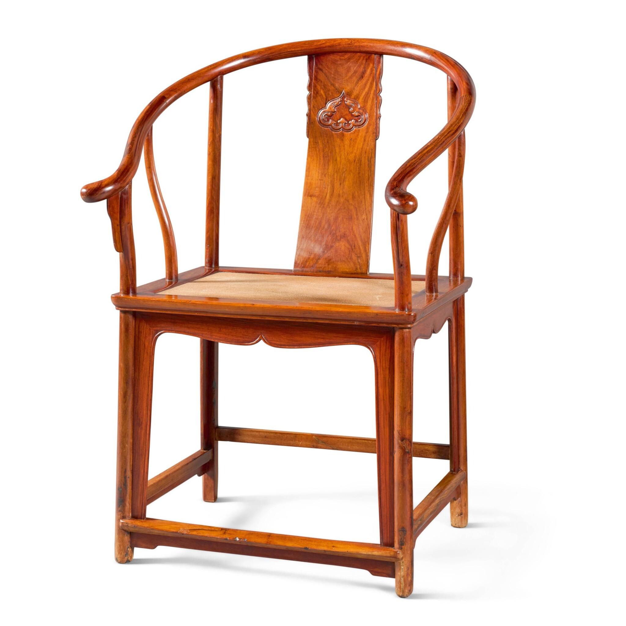 A HUANGHUALI HORSESHOE-BACK ARMCHAIR, QUANYI QING DYNASTY, 17TH/18TH CENTURY | 清十七/十八世紀 黃花梨圈椅