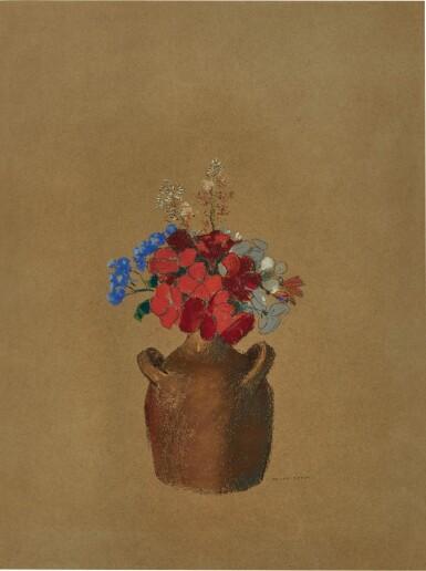 Fleurs dans un pot de grès