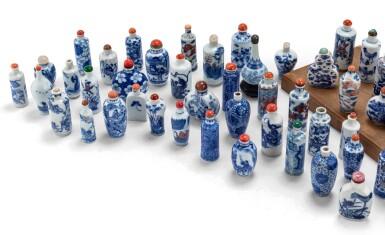 View 2. Thumbnail of Lot 233. Ensemble de 62 tabatières en porcelaine bleu blanc Dynastie Qing, XVIIIE-XXE siècle | 清十八至二十世紀 青花鼻煙壺一組六十二件 | A group of sixty-two blue and white snuff bottles, Qing Dynasty, 18th-20th century.