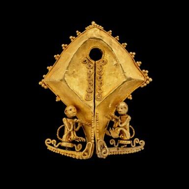 View 1. Thumbnail of Lot 1027. A gold 'monkey' mamuli ear ornament or pendant East Sumba Island, Indonesian archipelago, 19th century   十九世紀 印尼群島 松巴島東 靈猴紋mamuli金耳飾.