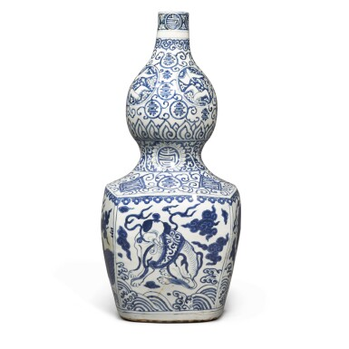 View 4. Thumbnail of Lot 84. A large blue and white 'double-gourd' vase, Ming dynasty, Jiajing period | 明嘉靖 青花瑞獸壽字紋大葫蘆瓶.
