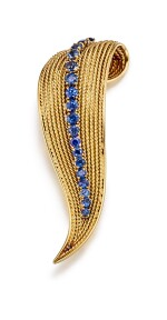 GOLD AND SAPPHIRE BROOCH, VAN CLEEF & ARPELS | K金 配 藍寶石 別針, 梵克雅寶(Van Cleef & Arpels)