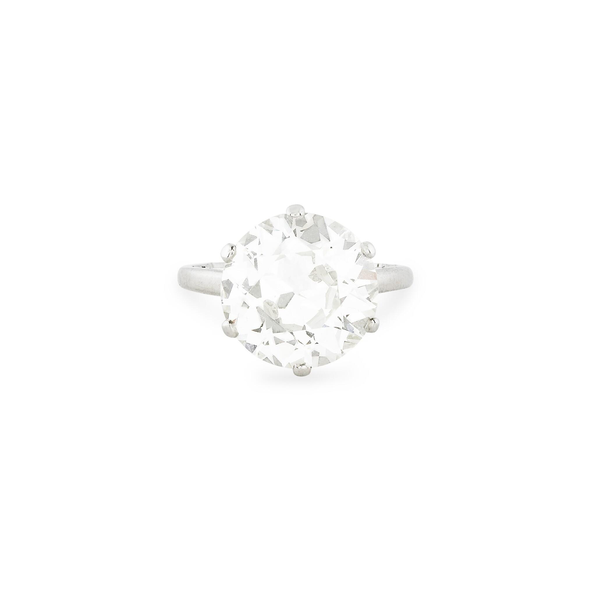 View 1 of Lot 16. BAGUE DIAMANT | DIAMOND RING.
