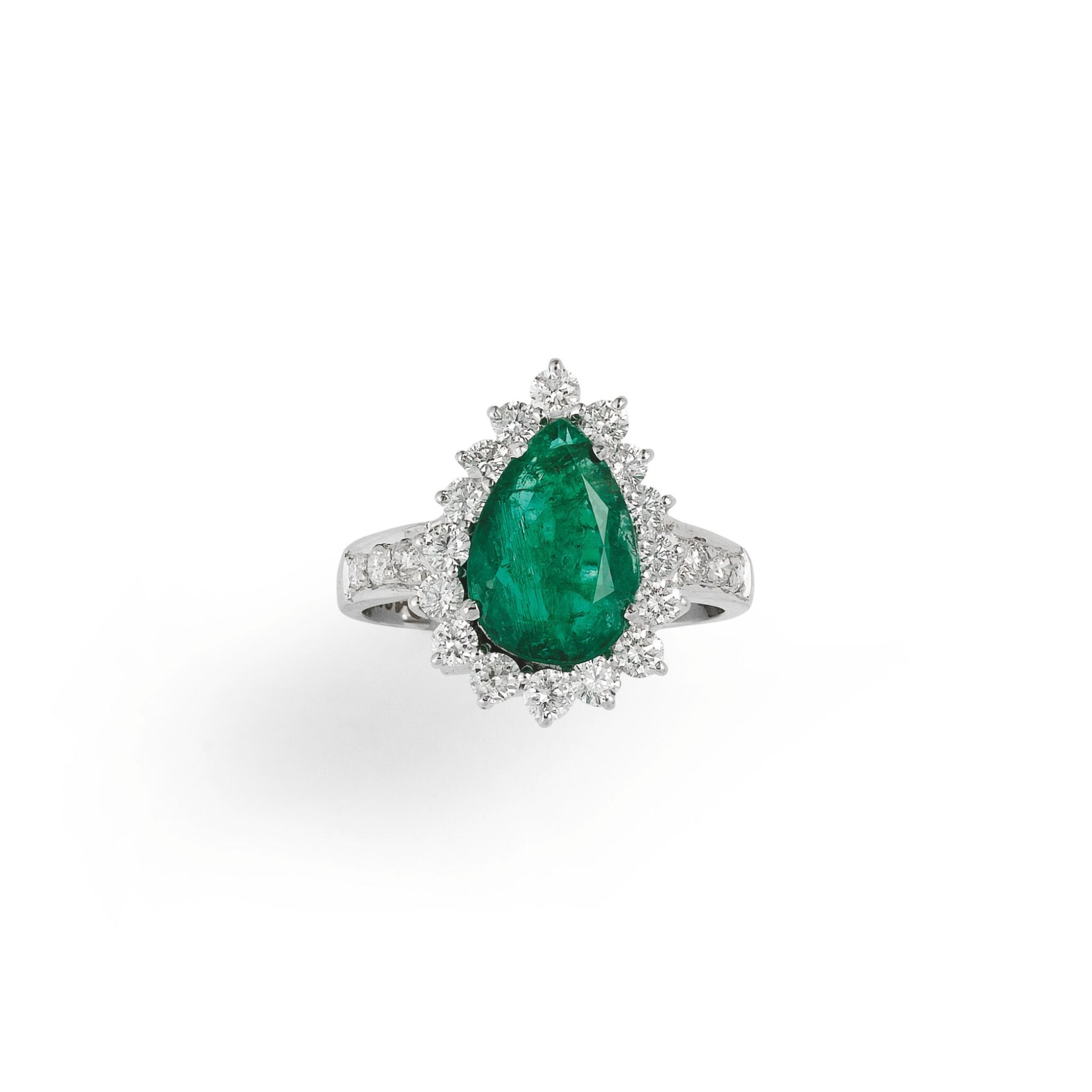 View full screen - View 1 of Lot 88. Emerald and diamond ring [Bague émeraude et diamants].