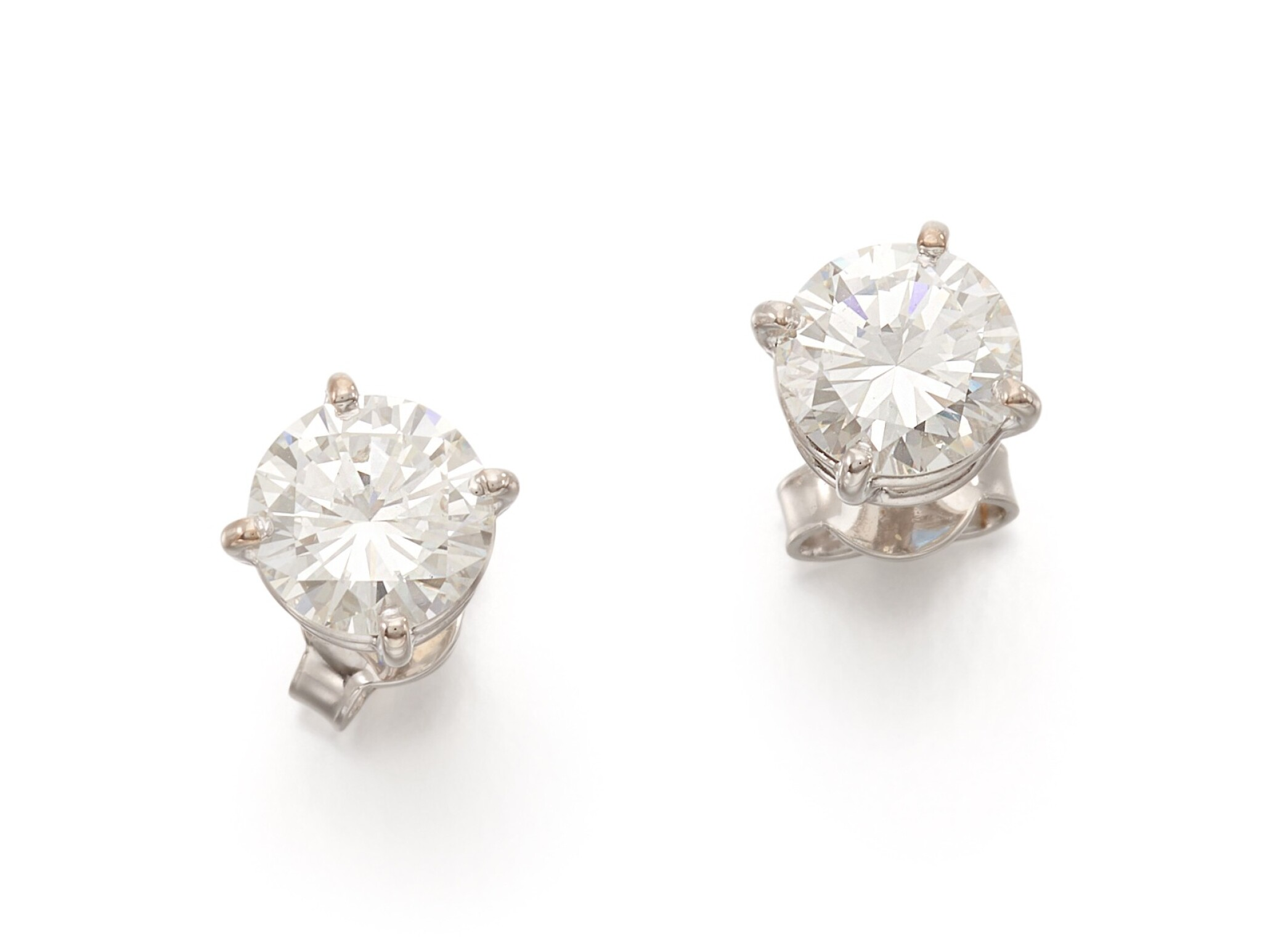 View full screen - View 1 of Lot 58. PAIR OF DIAMOND EARRINGS   (PAIO DI ORECCHINI IN DIAMANTI).