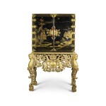 AN ENGLISH WILLIAM AND MARY BLACK AND GOLD JAPANNED CABINET ON A CARVED GILTWOOD STAND, LATE 17TH CENTURY, THE STAND PROBABLY 19TH CENTURY