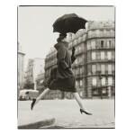 RICHARD AVEDON | CARMEN, HOMAGE TO MUNKACSI, COAT BY CARDIN, PLACE FRANÇOIS-PREMIER, PARIS