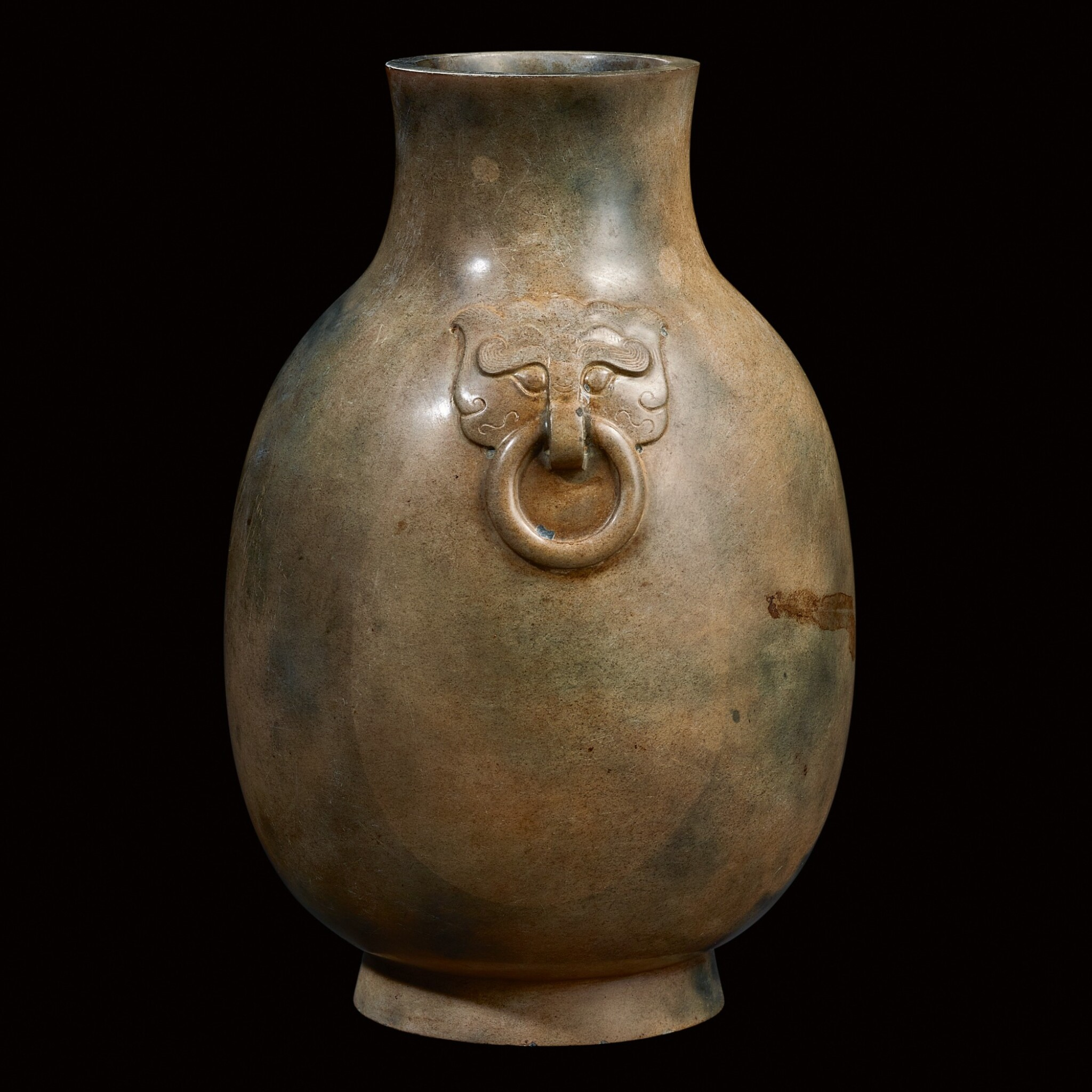 View full screen - View 1 of Lot 3.  AN EXTREMELY RARE JADE VESSEL, HU  EASTERN HAN DYNASTY   東漢 玉獸首銜環壺.