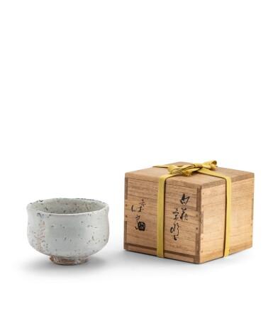 View 1. Thumbnail of Lot 266. Chawan [bol à thé] 'Hagi' en grès émaillé Kyusetsu Miwa XI (1910-2012) | 十一代三輪休雪 白萩茶碗 | A Hagi chawan (tea bowl), by Kyusetsu Miwa XI (1910-2012).