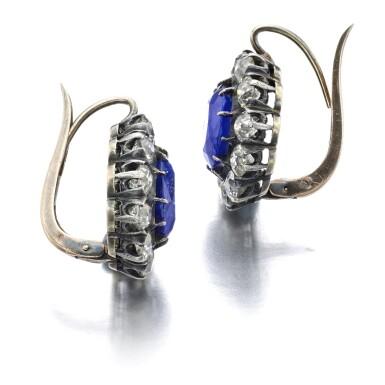 PAIR OF SAPPHIRE AND DIAMOND EARRINGS [藍寶石配鑽石耳環一對]