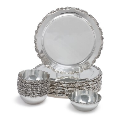 A SET OF TWELVE MEXICAN SILVER DINNER PLATES AND TEN MATCHING BOWLS, JUVENTINO LOPEZ REYERS, MEXICO CITY, 20TH CENTURY