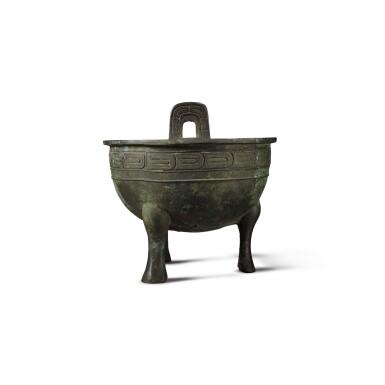 View 4. Thumbnail of Lot 27. An important archaic bronze ritual food vessel (Ding), Western Zhou dynasty, probably King Xuan period (c. 827- c. 782 BC) | 西周 或宣王時期(約公元前827-782年) 仲義父作新客鼎.