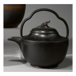 A WEDGWOOD BLACK BASALT LARGE RUM KETTLE AND COVER CIRCA 1790