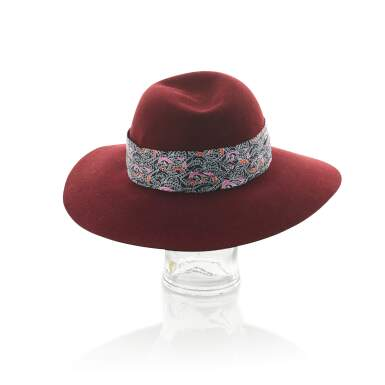 View 4. Thumbnail of Lot 182. HERMÈS | SCARLETT BURGUNDY RABBIT FELT HAT WITH SILK TWILL BANDEAU, 2019 .