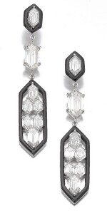 PAIR OF DIAMOND AND ONYX PENDENT EARRINGS