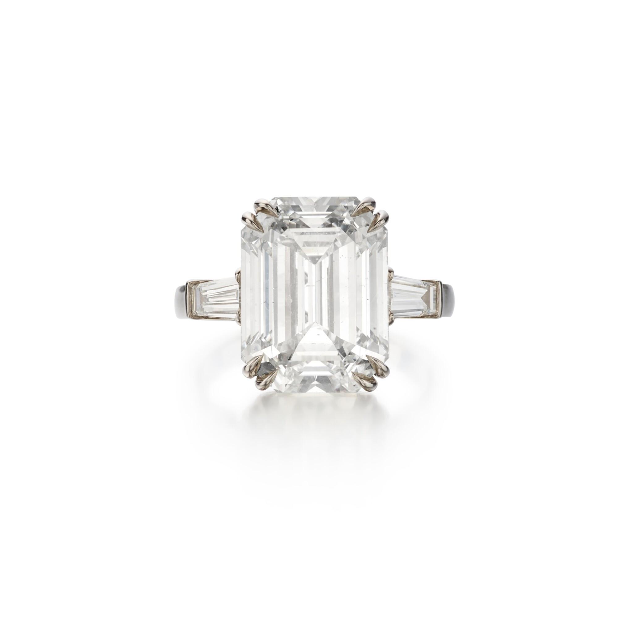 View full screen - View 1 of Lot 64. Diamond Ring.