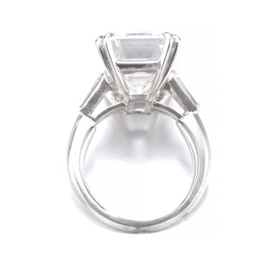 View 4. Thumbnail of Lot 193. ATTRACTIVE DIAMOND RING [鑽石戒指].